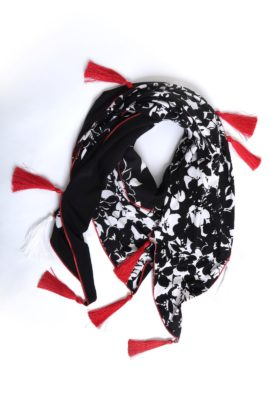 Double jersey scarf with 17 Madeiraquasten black-and-white-red