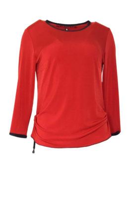Shirt rot mit schwarzen Kontrasten