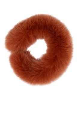 Pelzaccessoires gefärbt