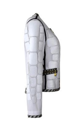 Krokojacke mit gestickter klassischer Bordüre in weiß-schwarz