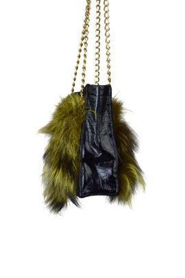 Tasche mit Pelz- und Krokoapplikation und Goldbeschlägen