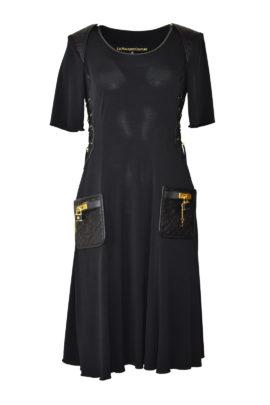 Kleid mit geprägt gestickten Ledertaschen und Kontrasten, Kurzarm