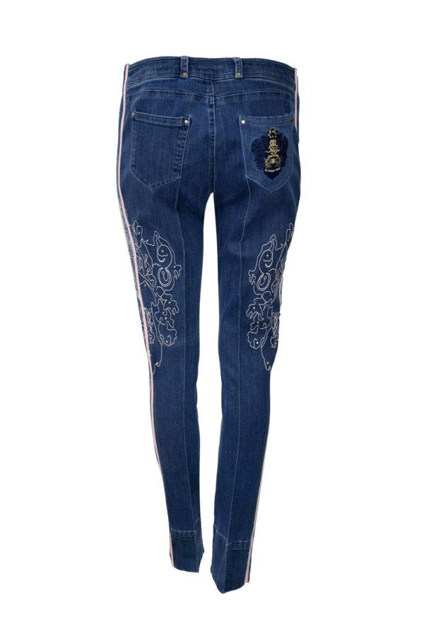 """Jeans mit """"XL-heraldik-embroidery"""" Lackkontrasten und Nieten"""